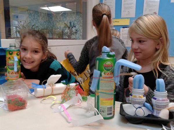 Leerlingen van de Jenaplaneet school tijdens de Dag van de Duurzaamheid.