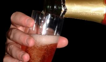 Veilig naar 2017: vorig jaar meer slachtoffers door alcohol dan door vuurwerk