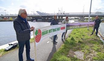 GroenLinks en SP demonstreren bij opening Maximabrug