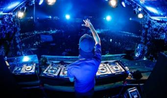 Wethouder Tseard Hoekstra opent DJ School Alphen