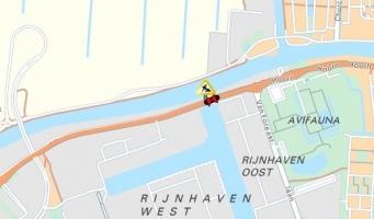 Rijdek Rijnhavenbrug geplaatst