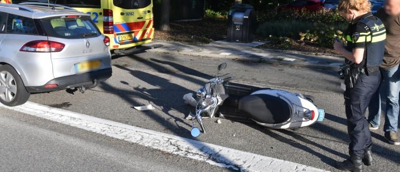 Scooterrijder lichtgewond na aanrijding op de Thorbeckestraat