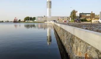 Rijnhaven ligt er strak bij na vernieuwen van kade
