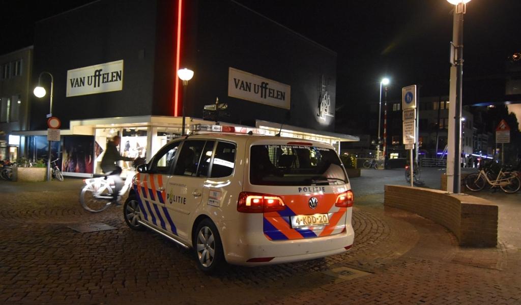 Politie deelt boetes uit aan fietsers zonder verlichting