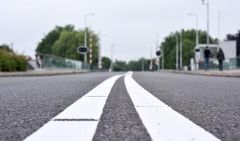 Aanbrengen nieuw asfalt op diverse plekken in Alphen