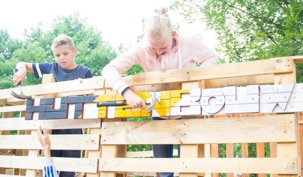 Zeshonderd deelnemers bij uitverkochte Huttenbouw