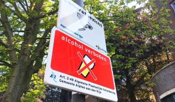 'Alcohol verboden'- bordjes geplaatst in het centrum