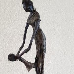 Sculptuur maken van moeder met kind