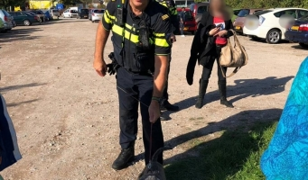 Politie haalt hond uit auto op parkeerplaats Avifauna