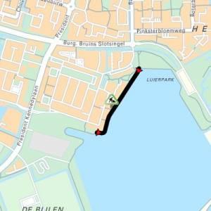Voetpad langs Zegerplas thv Barnsteenstraat in Alphen aan den Rijn
