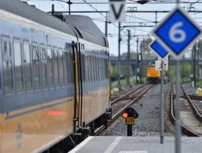 Geen treinen Alphen-Leiden door defecte spoorbrug