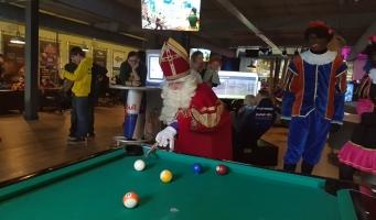 Sinterklaas gamet erop los in de Esports Game Arena