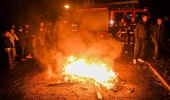 Brandweer blust vreugdevuurtje Hugo de Grootstraat