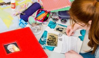 Scholieren maken herinneringsboek voor bewoners Oudshoorn