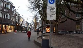 Politie controleert strenger op bromfietsen in centrum