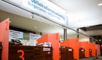 Balies Burgerzaken in het gemeentehuis Alphen aan den Rijn