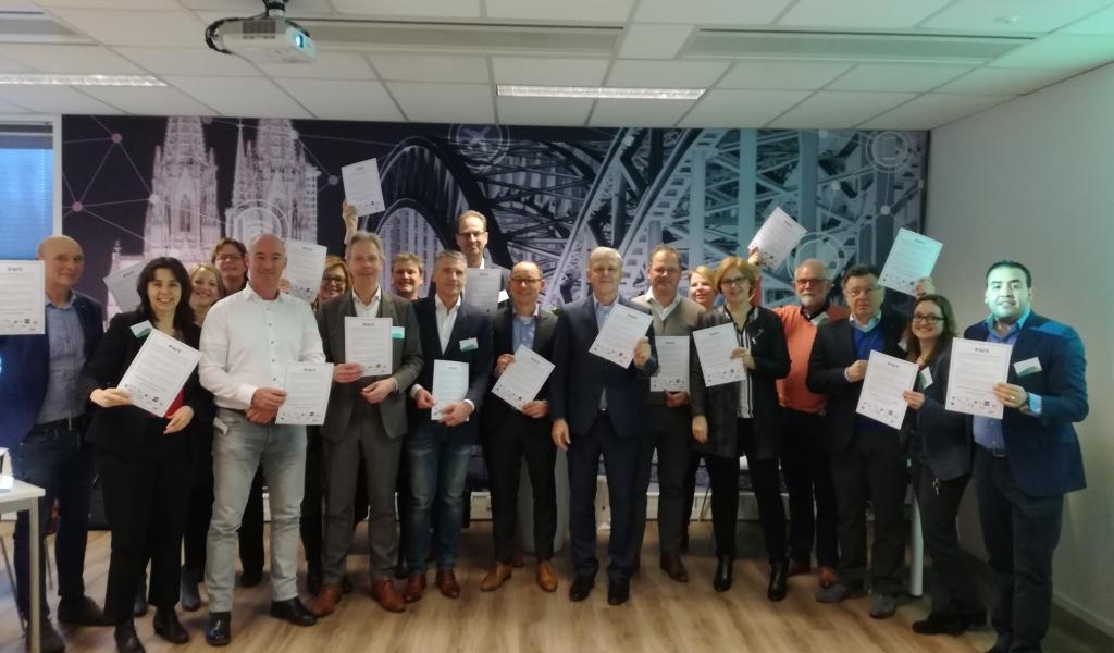 Gemeente Alphen aan den Rijn, Alphense scholen in het voortgezet (speciaal) onderwijs, het werkgeversservicepunt, de ondernemersvereniging VOA, De Economic Development Board (EDBA) en diverse branche organisaties zoals Transport en Logistiek Nederland en