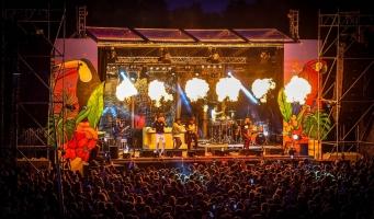 Broederliefde en Bizzey treden op bij Wet 'n Wild Beachfestival 2019
