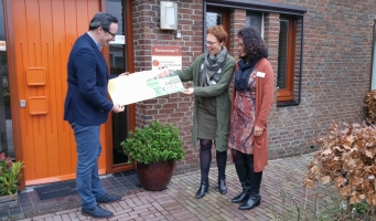 Stichting Kringloop Alphen overhandigt cheques aan goede doelen