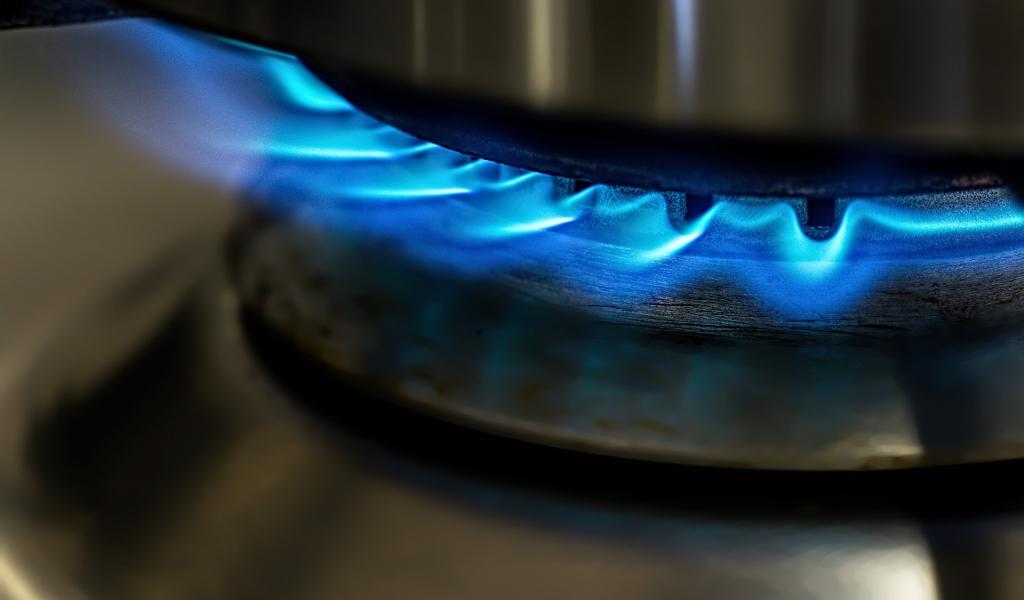 flame-871136_1920.jpg