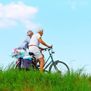 fietsen ouderen buiten