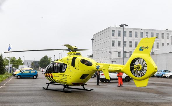 Traumahelikopter landt bij PI Alphen