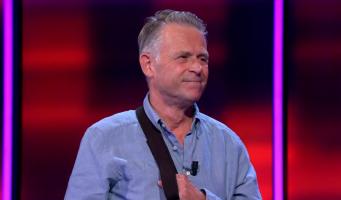 Arjan uit Alphen wint € 16.180 bij tv-quiz 'Postcode Loterij Eén tegen 50'