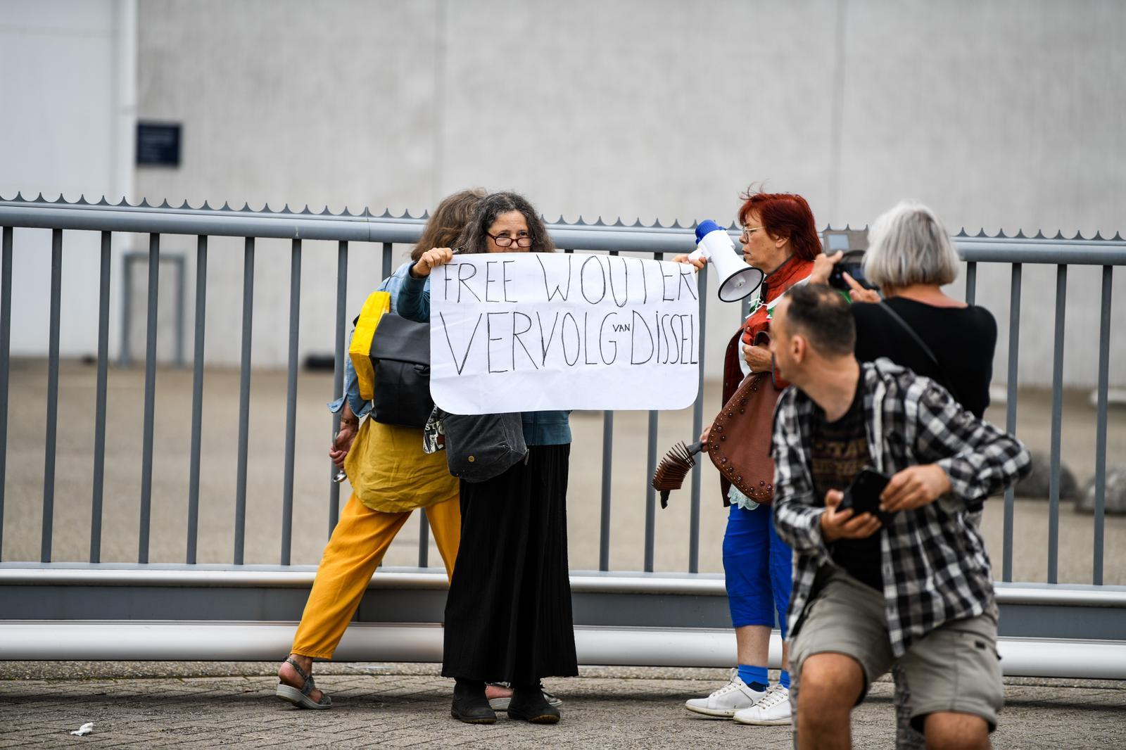 Demonstratie complotdenkers gevangenis pi alphen